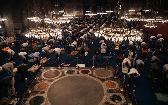 People continue to visit Hagia Sophia Grand Mosque - Anadolu