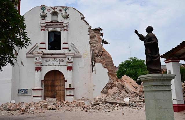 <p>View of damages at the Church of San Vicente Ferrer following an 8.2 magnitude earthquake that hit Mexico's Pacific coast, in Juchitan de Zaragoza, state of Oaxaca on Sept . 8, 2017. (Photo: Ronaldo Schemidt/AFP/Getty Images) </p>