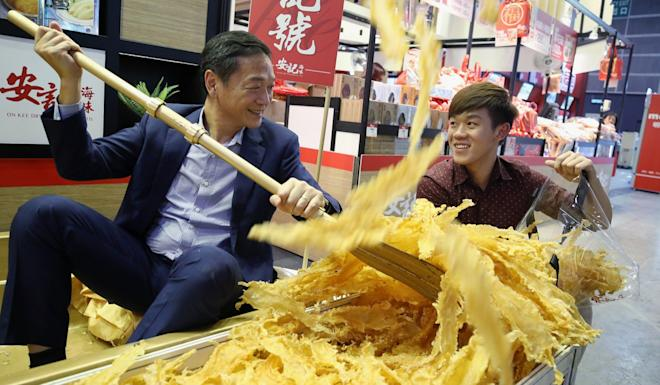 Richard Poon (left) from On Kee Dry Seafood Company with son Henry, preparing for the fair. Photo: Winson Wong