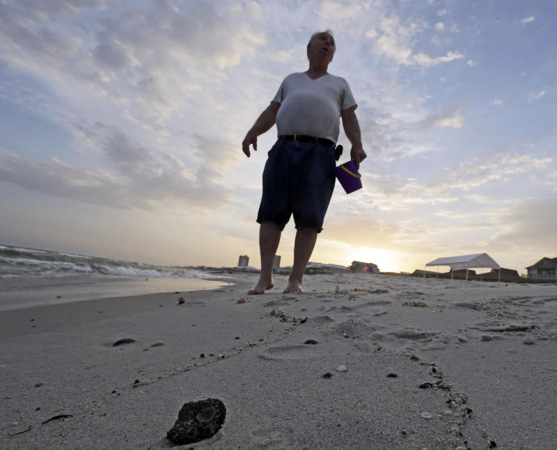 End of BP cleaning crews leaves questions on Gulf