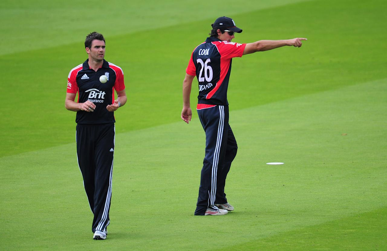 LONDON, ENGLAND - JULY 03:  England captain Alastair Cook sets his field with bowler James Anderson during the 3rd Natwest One Day International Series match between England and Sri Lanka at Lord's Cricket Ground on July 3, 2011 in London, United Kingdom.  (Photo by Stu Forster/Getty Images)