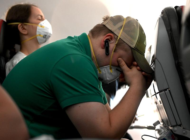Flights with empty middle seats decrease COVID risk 79%, study says