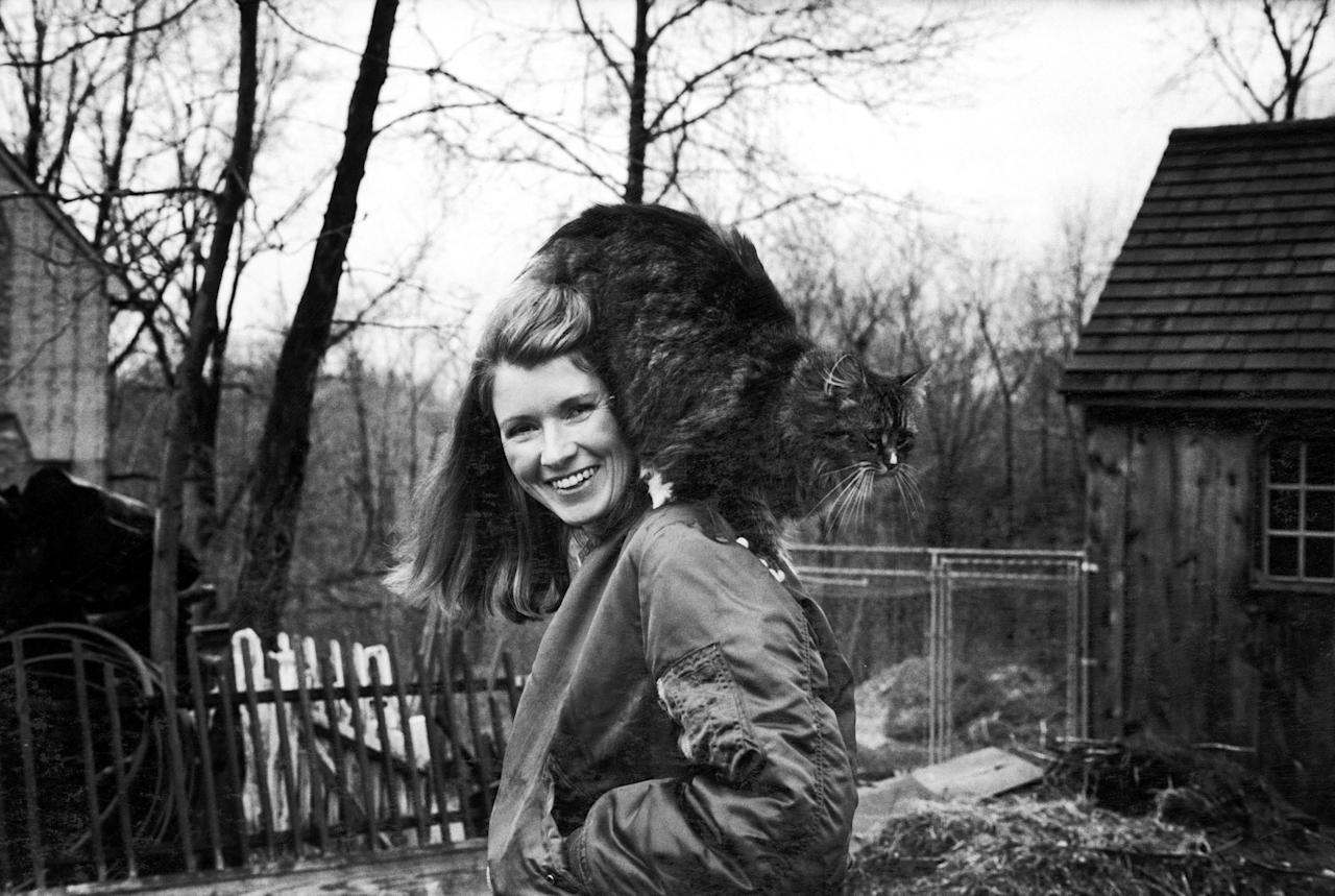 Martha Stewart in her backyard with her pet Persian cat perched on her shoulder, March 1980. Photo courtesy of Getty Images.
