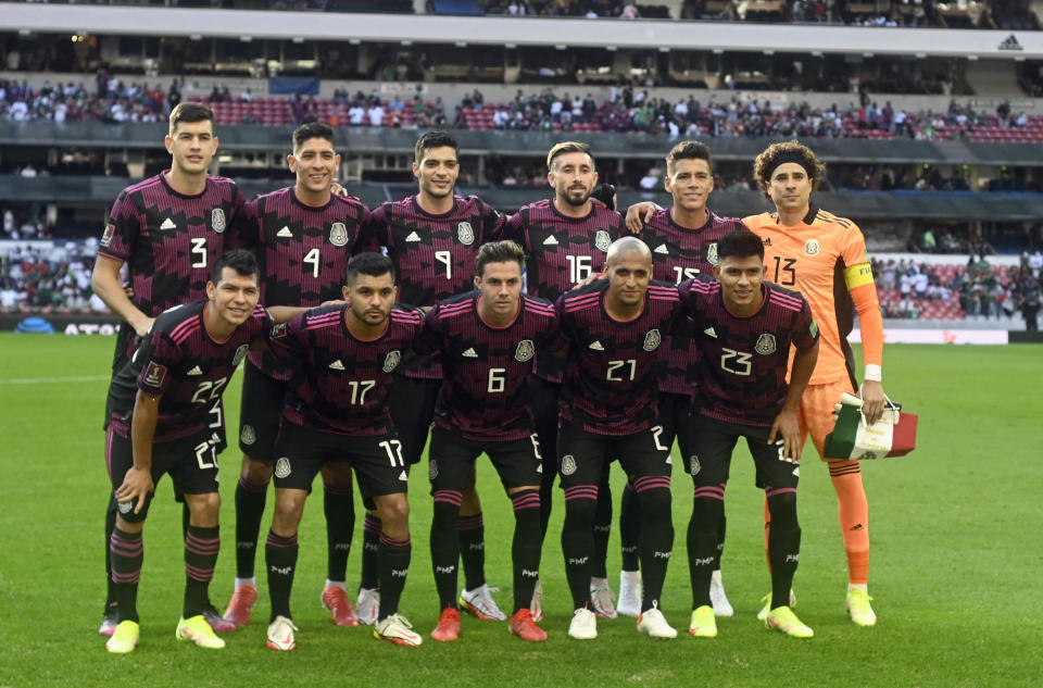 Mexico's players poses for a picture before their Qatar 2022 FIFA World Cup Concacaf qualifier match against Honduras at the Azteca stadium in Mexico City, on October 10, 2021. (Photo by ALFREDO ESTRELLA / AFP) (Photo by ALFREDO ESTRELLA/AFP via Getty Images)