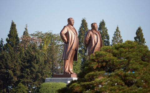 Statues of former leaders Kim Il Sung and Kim Jong Il - Credit: REUTERS