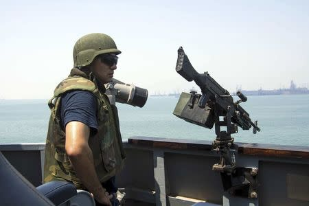U.S. Navy Fire Controlman 1st Class Jorge Correa scans for threats on the guided-missile destroyer USS Mason in Bahrain September 1, 2016. U.S. Navy/Mass Communications Specialist 3rd Class Janweb B. Lagazo/Handout via REUTERS