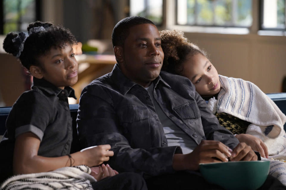 """This image released by NBC shows, from left, Dani Lane as Aubrey, Kenan Thompson as Kenan, and Dannah Lane as Birdie in a scene from the comedy series, """"Kenan,"""" premiering on Feb. 16. (Casey Durkin/NBC via AP)"""