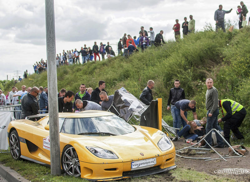 Car hits crowd, injures 17, at car show in Poland