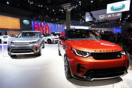 The 2017 Land Rover Discovery is pictured at the 2016 Los Angeles Auto Show in Los Angeles, California, U.S November 16, 2016.  REUTERS/Mike Blake/File Photo