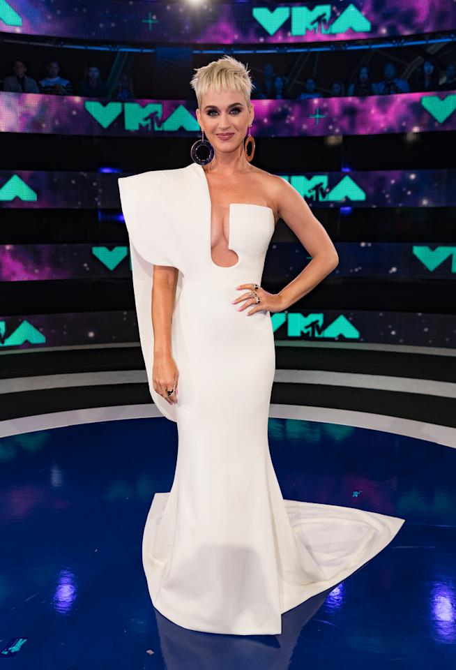 <p>Katy Perry stole the show in an architectural white look by Stephane Rolland.<br /><i>[Photo: Getty]</i> </p>