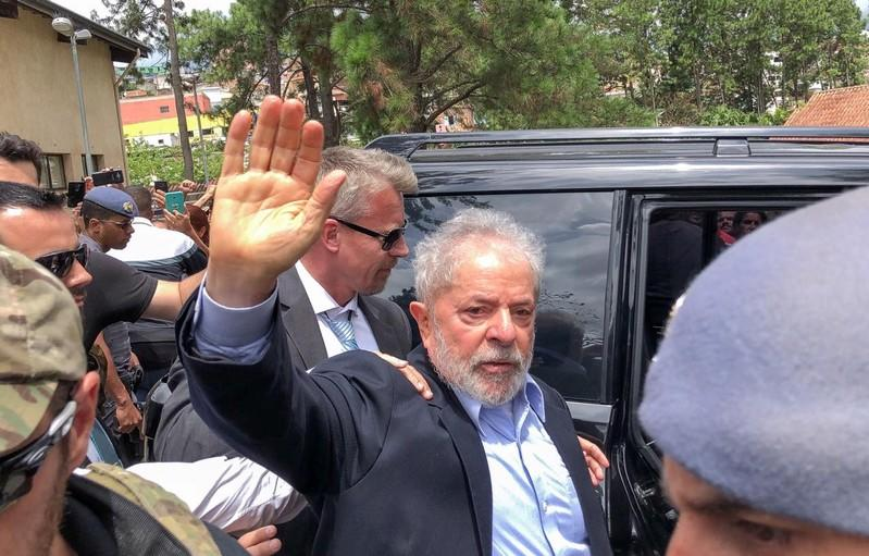 Top Brazil court ends early prison rule, decision could free Lula