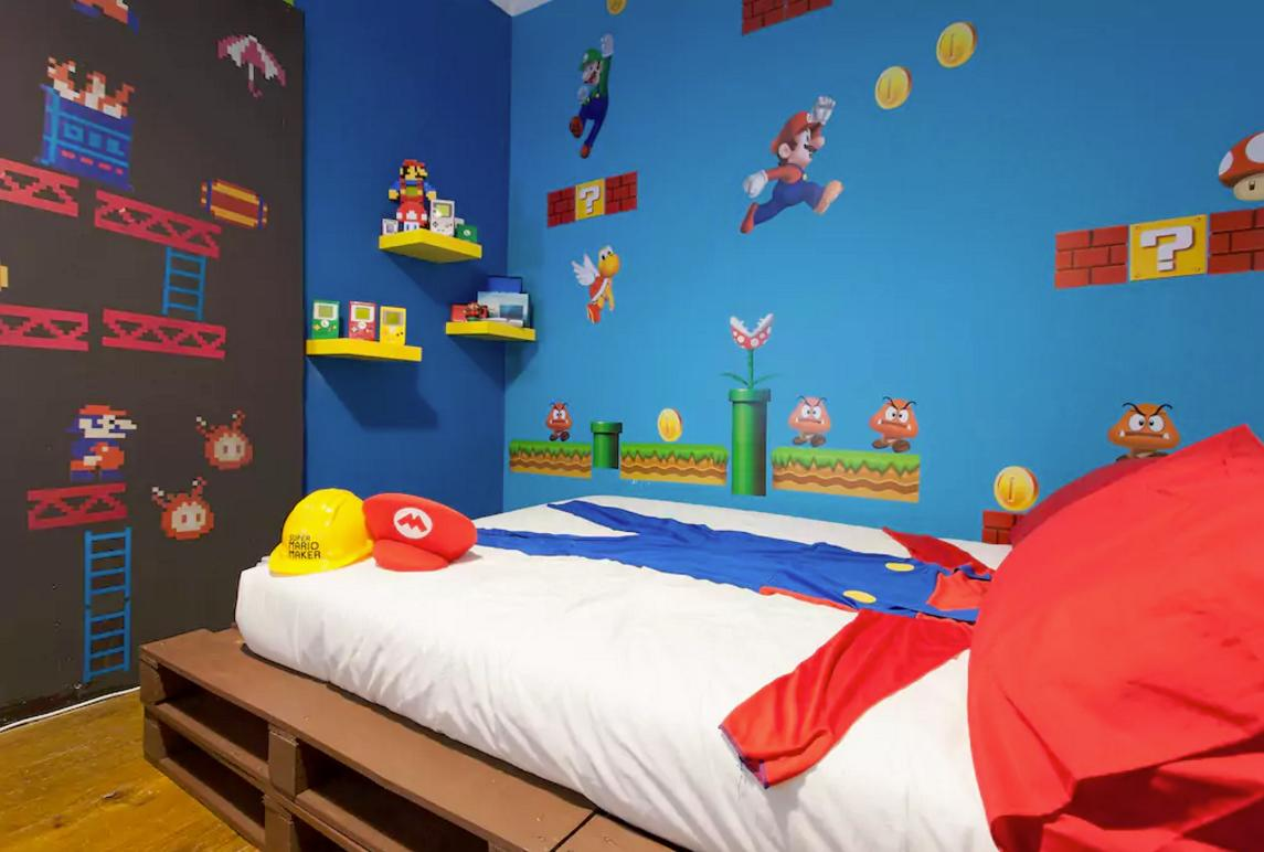 <p>Down to the Super Mario-themed bed sheets. </p>