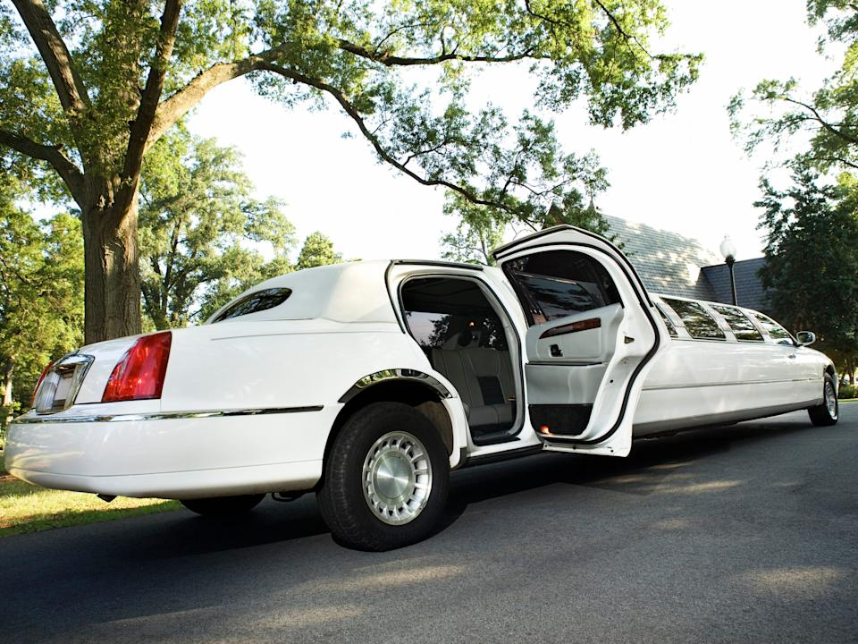 US funeral homes are offering elderly voters free limo rides to the polls on election day in conjunction with The National Funeral Directors & Morticians Association(NFDMA) and the National Urban League(NUL).