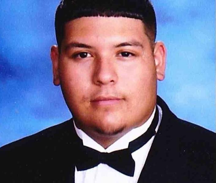 Christopher Gomez, 17, leaves behind his older sister Celeste, his younger brother, Eddie, and his parents, Alejandro and Lilia. (Photo: <a href=&quot;https://www.gofundme.com/christopher-alexis-gomez?fbclid=IwAR3EBWi5bmvstNhEcdR4m-JrvbMeqva_9tg3ceQKY9-yfOKy7KXg0y3ZpxU&quot; target=&quot;_blank&quot;>GoFundMe</a>)