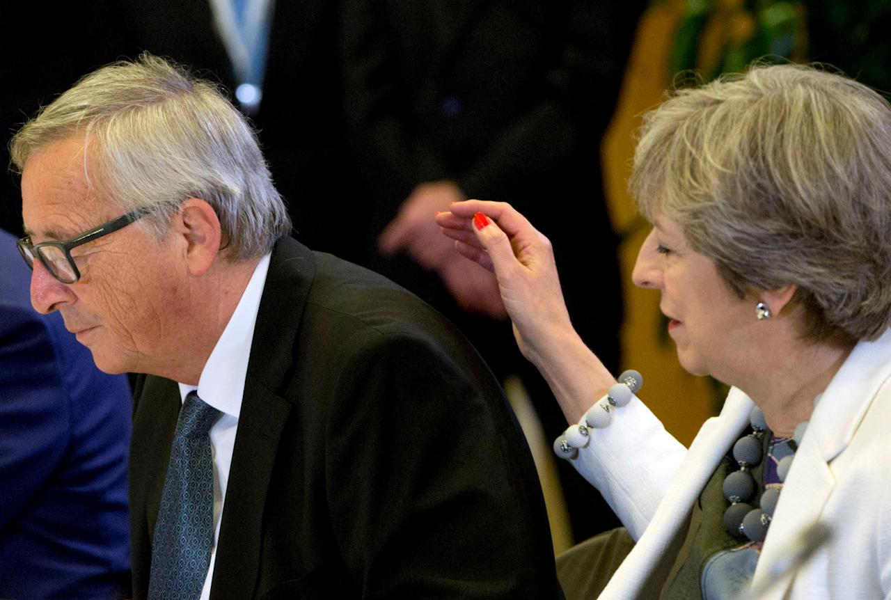 European Commission President Jean-Claude Juncker and British Prime Minister Theresa May take part in an EU summit in Brussels, Belgium, October 20, 2017.  REUTERS/Virginia Mayo/Pool     TPX IMAGES OF THE DAY