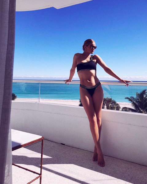<p>Head over to model Rosie Huntington-Whiteley's Instagram handle for countless swimwear shots (most of which were taken by husband, Jason Statham). <em>[Photo: Instagram]</em> </p>