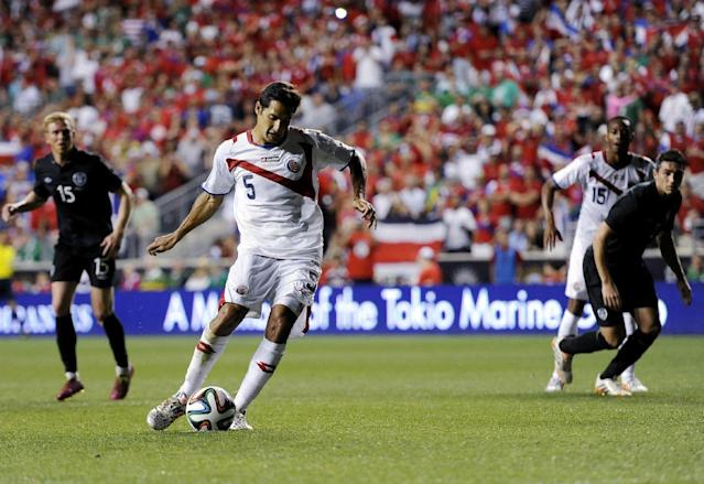 Costa Rica's Celso Borges (5) kick a penalty kick and scores during the second half of an international friendly soccer match against Ireland on Friday, June 6, 2014, in Chester, Pa. The match ended in a 1-1 tie. (AP Photo/Michael Perez)