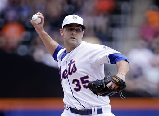 New York Mets' Dillon Gee delivers a pitch during the first inning of the MLB National League baseball game against the Arizona Diamondbacks Thursday, July 4, 2013, in New York. (AP Photo/Frank Franklin)