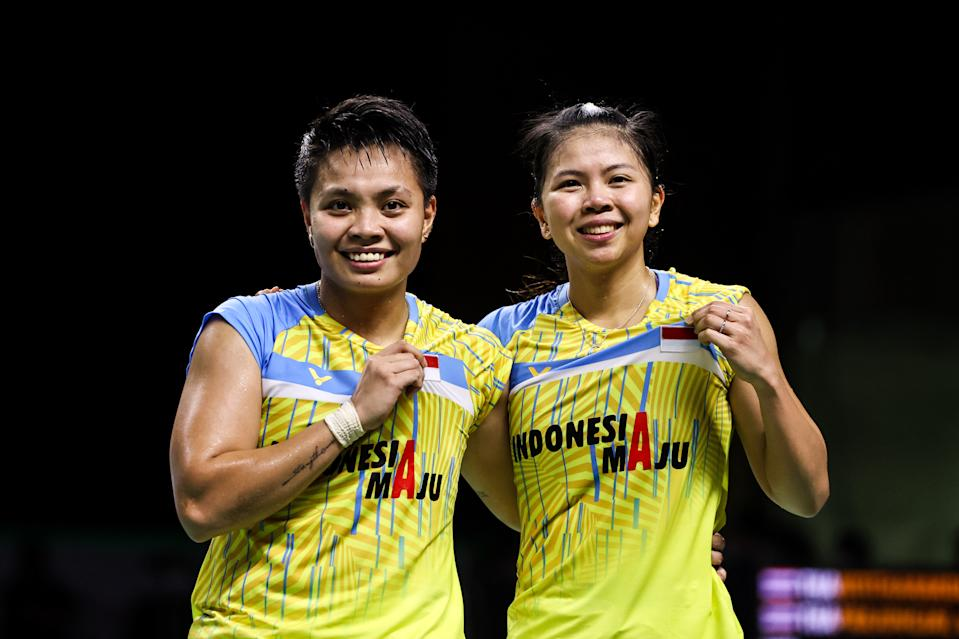 Greysia Polii (right) with her women's doubles partner Apriyani Rahayu after winning the Thailand Open in January.