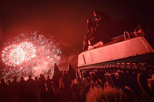 <p>Fireworks in Arromanches-les-Bains seen from the M4A2 Sherman Tank Monument during D-Day Festival Normandy 2017.<br> (Photo: Artur Widak/NurPhoto via Getty Images) </p>