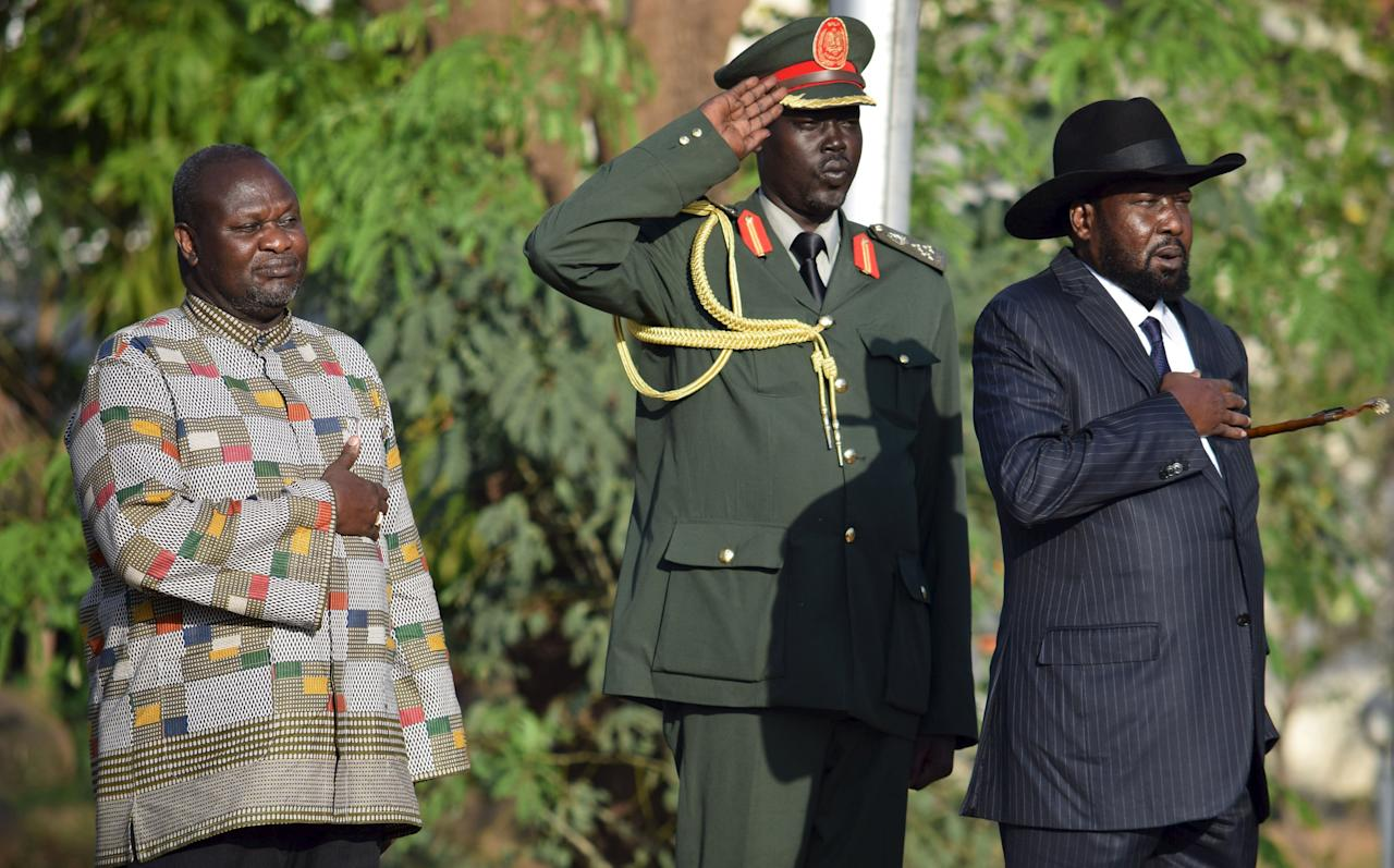 South Sudan's President Salva Kiir (R) and his First Vice President Riek Machar (L) stand during the national anthem after he was sworn-in at the Presidential House in South Sudan's capital Juba, April 26, 2016. REUTERS/Stringer EDITORIAL USE ONLY. NO RESALES. NO ARCHIVE. TPX IMAGES OF THE DAY