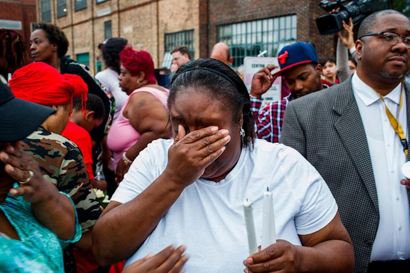 Shafonia Logan cries during a vigil for her husband, Eric Logan, who was shot and killed by a South Bend officer in an apartment parking lot on June 17, 2019. (Photo: SIPA USA/PA Images)