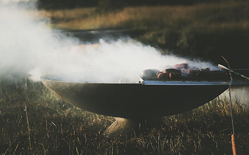 """<span class=""""caption"""">Quand la chimie s&#39;empare du barbecue.</span> <span class=""""attribution""""><a class=""""link rapid-noclick-resp"""" href=""""https://unsplash.com/photos/IusNb3cid_w"""" rel=""""nofollow noopener"""" target=""""_blank"""" data-ylk=""""slk:Anthony Cantin / Unsplash"""">Anthony Cantin / Unsplash</a>, <a class=""""link rapid-noclick-resp"""" href=""""http://creativecommons.org/licenses/by-sa/4.0/"""" rel=""""nofollow noopener"""" target=""""_blank"""" data-ylk=""""slk:CC BY-SA"""">CC BY-SA</a></span>"""