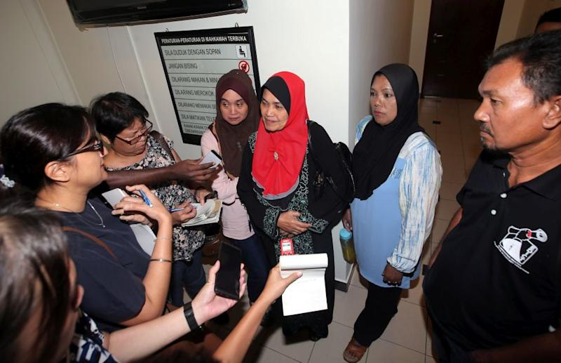 Kamarulnizam Ismail's mother, Rahaya Salleh, speaks to reporters at the Ipoh High Court August 8, 2019. — Picture by Farhan Najib