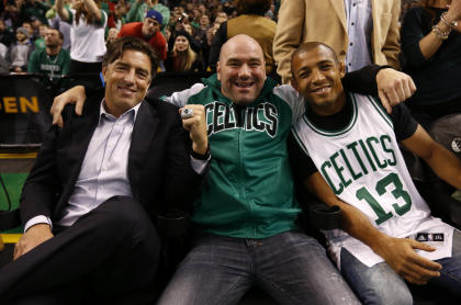 Boston Celtics CEO Wyc Grousbeck poses with UFC president Dana White and Jose Aldo at a game against the Bulls. (USAT)
