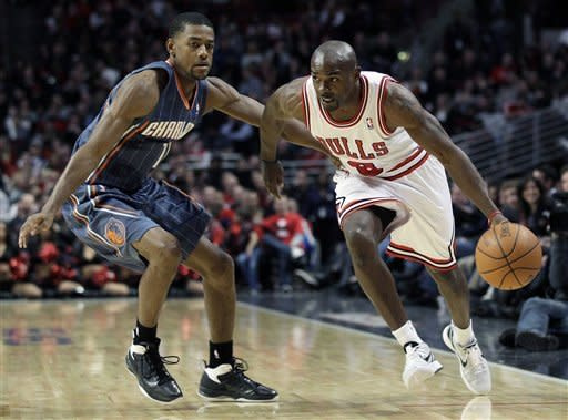 Boozer leads injury-depleted Bulls past Bobcats