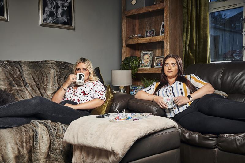 Gogglebox sisters Ellie and Issy Warner do not live together. (Channel 4)