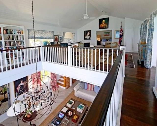 <p>The villa has ample entertaining space, so you have the option of playing host or driving 10 minutes to hopping nightlife in Paradise Island or Atlantis.<br>(Airbnb) </p>