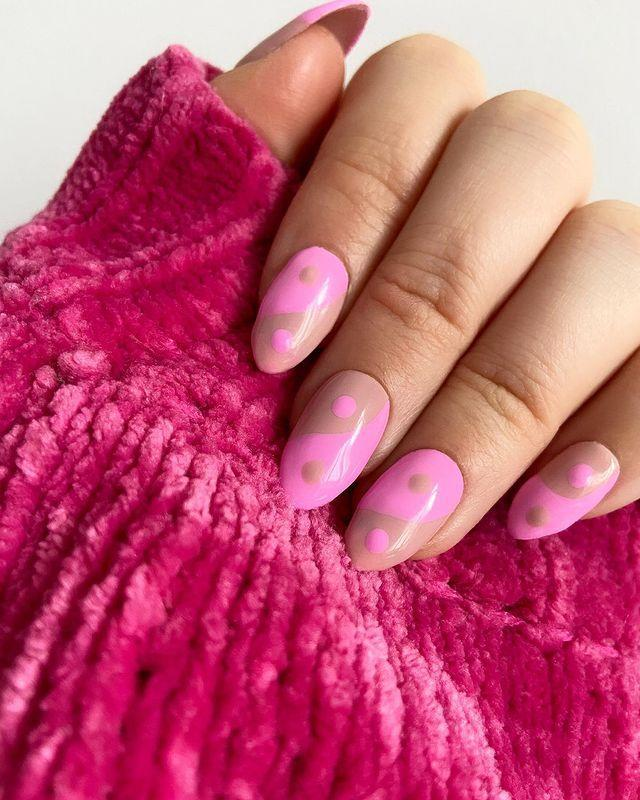 "<p>Manicure rosa acceso su unghie a mandorla.</p><p><a href=""https://www.instagram.com/p/CLE43nus-Ri/?igshid=1ts5yjagywgs3"" rel=""nofollow noopener"" target=""_blank"" data-ylk=""slk:See the original post on Instagram"" class=""link rapid-noclick-resp"">See the original post on Instagram</a></p>"