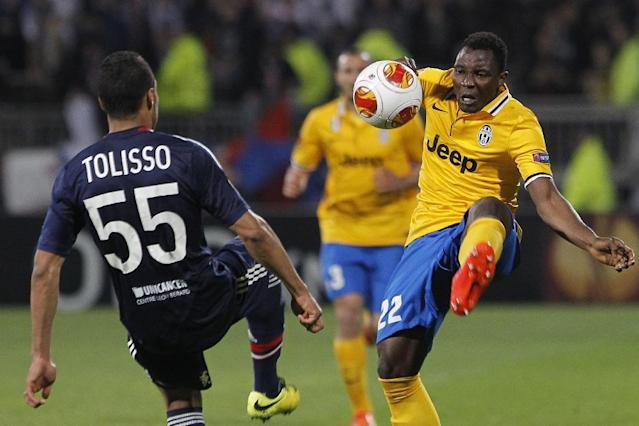 Juventus Turin's Kwadwo Asamoah, right, controls the ball with Lyon's Corentin Tolisso, left, during their Europa League soccer match in Lyon, central France, Thursday, April 3, 2014. (AP Photo/Laurent Cipriani)