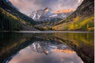 """<p>There is something so serene about lakes, and believe it or not, they cover approximately 4% of the world's surface. However, that should come as no surprise, as there are <a href=""""https://blog.nationalgeographic.org/2014/09/15/117-million-lakes-found-in-latest-world-count/"""" rel=""""nofollow noopener"""" target=""""_blank"""" data-ylk=""""slk:roughly 117 million"""" class=""""link rapid-noclick-resp"""">roughly 117 million</a> (!) lakes throughout the globe. That's a lot of kayak-worthy real estate. While it would be practically impossible to visit every single lake, we're here to help. Enjoy 30+ of the most beautiful lakes on the planet. </p>"""
