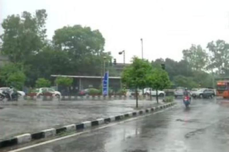 Heavy Rains Lash Delhi-NCR as Orange Alert Issued, Traffic Jams and Flooding in Several Areas