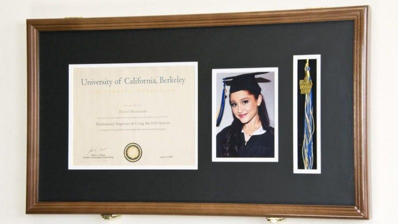 Best personalized grad gifts: Diploma frame