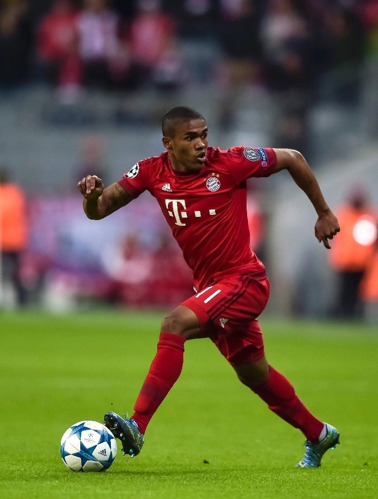 Bayern Munich's Douglas Costa, seen in action during their UEFA Champions League Group F match against Dinamo Zagreb, in Munich, on September 29, 2015 (AFP Photo/Guenter Schiffmann)