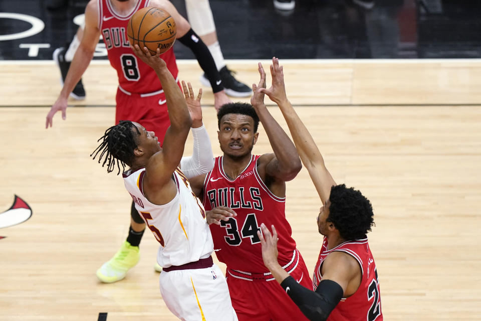 Cleveland Cavaliers forward Isaac Okoro, left, shoots against Chicago Bulls center Wendell Carter Jr., center, and forward Otto Porter Jr., during the second half of an NBA basketball game in Chicago, Wednesday, March 24, 2021. (AP Photo/Nam Y. Huh)