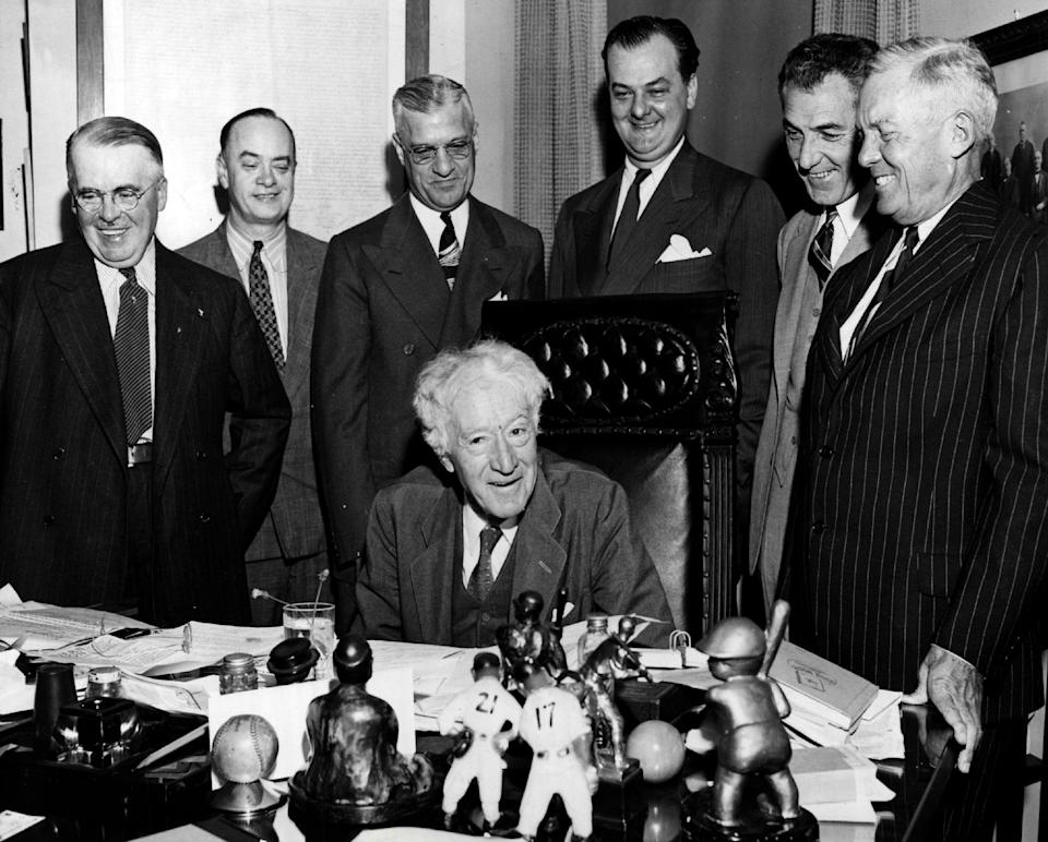 CHICAGO, IL - SEPTEMBER 15, 1942:  Major League Baseball Commissioner Judge Kenesaw Mountain Landis (seated) at meeting with league and club officials (standing L-R) Charles Leslie Yankee Stadium superintendent, John McDonald, Ford Frick and Sam Breadon where it was decided that the 1942 World Series would open in the National League city September 30. at a meeting in Chicago Illinois on September 15, 1942.  (Photo by Sporting News via Getty Images via Getty Images)