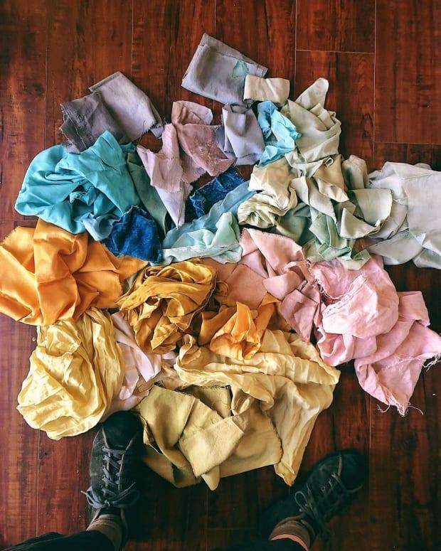 """Fabric colored with natural dyes by Liz Spencer of the <a href=""""https://www.instagram.com/p/B9HY9-Fp-MP/"""" rel=""""nofollow noopener"""" target=""""_blank"""" data-ylk=""""slk:Dogwood Dyer"""" class=""""link rapid-noclick-resp"""">Dogwood Dyer</a>."""