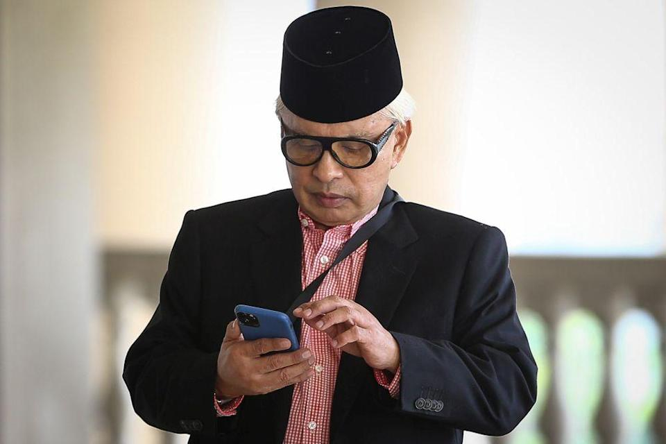 Datuk Abu Hanifah Noordin is pictured at the Kuala Lumpur High Court Complex February 13, 2020. ― Picture by Yusof Mat Isa