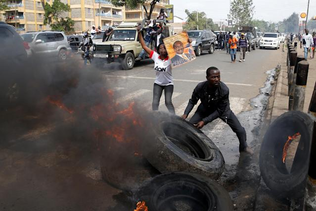 <p>Supporters of Kenyan opposition National Super Alliance (NASA) coalition set tires on fire in Nairobi, Kenya, Nov. 17, 2017. (Photo: Baz Ratner/Reuters) </p>