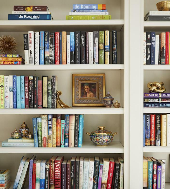 "<p>That's right: Bookshelves aren't <em>just </em>for books. Amy Kartheiser, principal at <a href=""https://www.amykartheiserdesign.com/"" rel=""nofollow noopener"" target=""_blank"" data-ylk=""slk:Amy Kartheiser Design"" class=""link rapid-noclick-resp"">Amy Kartheiser Design</a>, recommends mixing objects between books. A few ideas? Family photos in a frame, items in a statement bowl, heirlooms; a propped up plate, or small vases with blooms. When shopping for these objects, Klugh recommends keeping your room's color palette in mind, plus she says to add a mix of wood pieces, glass pieces, and metal. ""It creates variety."" </p><p><a class=""link rapid-noclick-resp"" href=""https://go.redirectingat.com?id=74968X1596630&url=https%3A%2F%2Fwww.potterybarn.com%2Fshop%2Faccessories-decor%2Fpicture-frames%2F&sref=https%3A%2F%2Fwww.oprahmag.com%2Flife%2Fg35578167%2Fhow-to-organize-bookshelves%2F"" rel=""nofollow noopener"" target=""_blank"" data-ylk=""slk:Shop Picture Frames"">Shop Picture Frames</a> <a class=""link rapid-noclick-resp"" href=""https://go.redirectingat.com?id=74968X1596630&url=https%3A%2F%2Fwww.potterybarn.com%2Fsearch%2Fresults.html%3Fwords%3Ddecorative%2Bbowls&sref=https%3A%2F%2Fwww.oprahmag.com%2Flife%2Fg35578167%2Fhow-to-organize-bookshelves%2F"" rel=""nofollow noopener"" target=""_blank"" data-ylk=""slk:Shop Decorative Bowls"">Shop Decorative Bowls</a></p>"