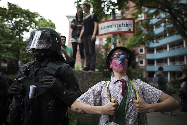 <p>Germany, Hamburg: Protesters confront German riot police during the demonstrations during the G20 summit in Hamburg, Germany, on July 7, 2017. (Photo: Christian Minelli/NurPhoto via Getty Images) </p>