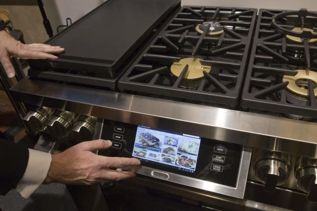 "An internet-enabled Dacor Discovery gas range and electric oven is pictured during the 2015 International Consumer Electronics Show (CES) in Las Vegas, Nevada January 4, 2015. The 36"" model shown is available now and retails for $8,999.00, a representative said. REUTERS/Steve Marcus (UNITED STATES - Tags: SCIENCE TECHNOLOGY BUSINESS)"