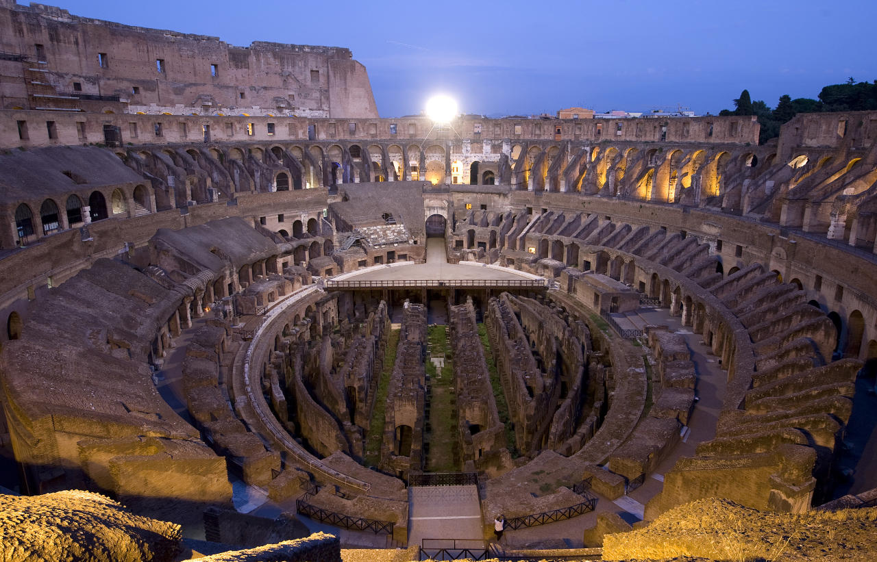 A general view of Rome's ancient Colosseum at night August 21, 2010. Tourists will be able to stroll inside the ancient arena during night time every Saturday until the end of October. Picture taken August 21, 2010.  REUTERS/Remo Casilli