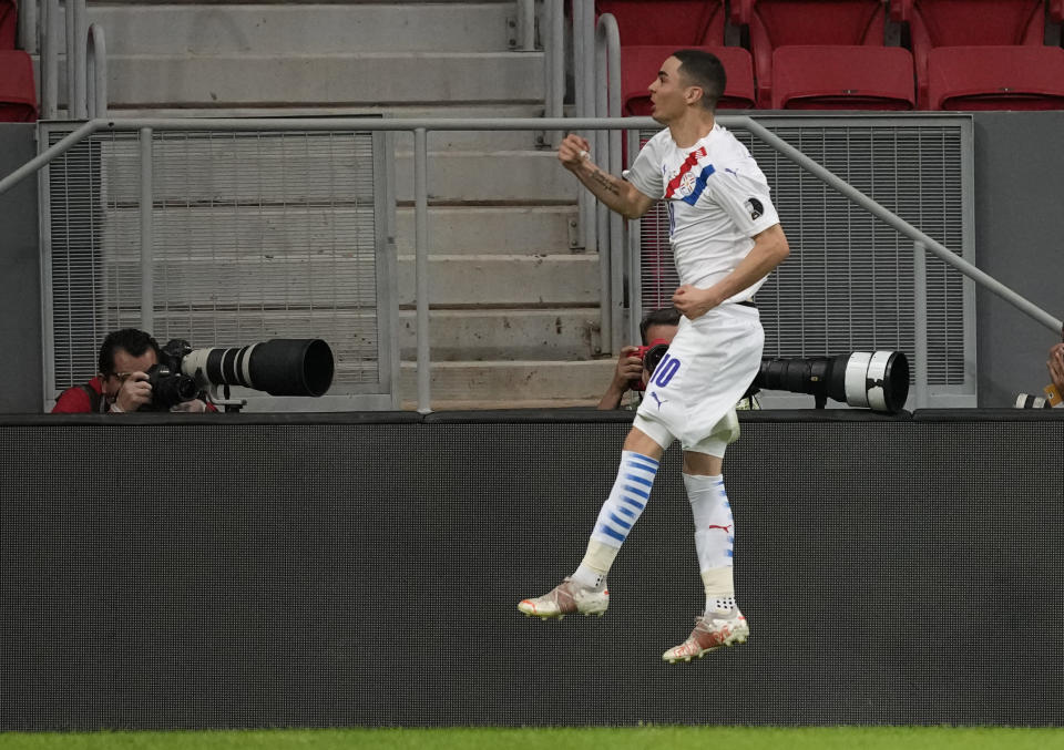 Paraguay's Miguel Almiron celebrates after scoring a penalty goal against Chile during a Copa America soccer match at National stadium in Brasilia, Brazil, Thursday, June 24, 2021. (AP Photo/Ricardo Mazalan)
