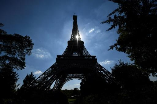 The Eiffel Tower -- closed to visitors since Wednesday afternoon -- is to reopen on Friday after workers went on strike over unacceptably �long queues at the Paris landmark
