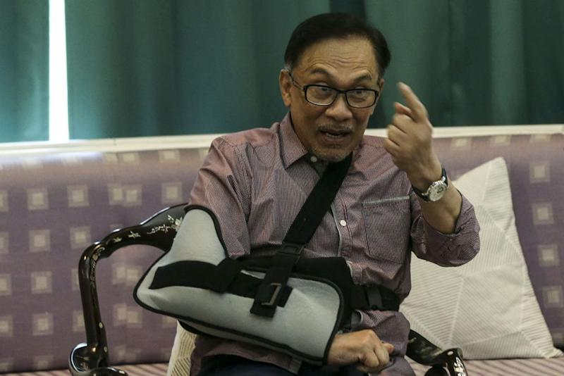 Anwar says he has received negative feedback on some MPs' poor command of the national language. — Picture by Hari Anggara